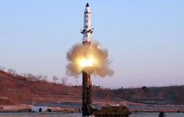 Tên lửa đạn đạo Triều Tiên vừa phóng có thể vươn tới Hawaii