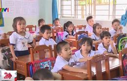 Thiếu trường lớp, giáo viên đưa học trò về nhà học