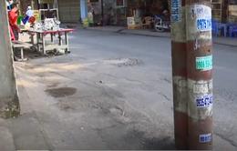 TP.HCM: Trụ điện án ngữ giữa lòng đường gây mất an toàn giao thông