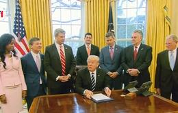 Tổng thống Mỹ bãi bỏ quy định trong ngành năng lượng