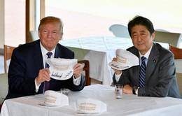 Tổng thống Trump chơi golf cùng Thủ tướng Nhật Bản