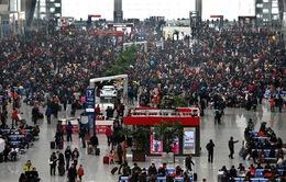 Bến tàu xe ở Trung Quốc quá tải dịp Tết