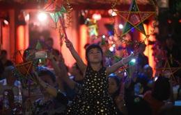 500 chiếc đèn ông sao bừng sáng trong Thu Vọng Nguyệt