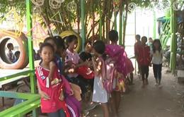 Độc đáo trường học từ rác tái chế tại Campuchia