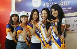 Thí sinh Hoa hậu Hữu nghị ASEAN thân thiết trong buổi đầu gặp gỡ