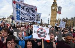 Anh: Biểu tình đòi tăng ngân sách cho ngành y tế quốc gia
