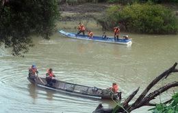 Tiếp tục tìm kiếm nạn nhân trong vụ lật thuyền trên sông Krông Nô
