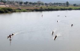 Kon Tum: Doanh nghiệp ngang nhiên đắp đập, chặn sông để hút cát
