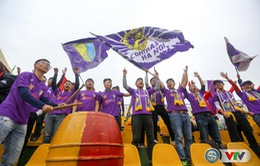 ẢNH: Các CĐV CLB Hà Nội cuồng nhiệt trước trận đấu quyết định trên sân Cẩm Phả