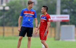 Chuyên gia vật lý trị liệu Đức chia tay bóng đá Việt Nam