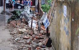 Hải Phòng: Bức tường đổ sập sau mưa, một cháu bé thiệt mạng