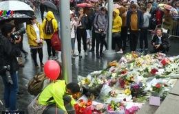 Anh tưởng niệm nạn nhân vụ khủng bố tại London