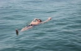 Dạy trẻ kỹ năng nổi trên mặt nước để tránh đuối nước như thế nào?