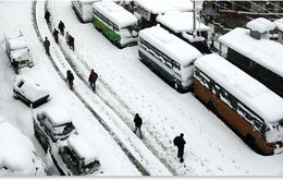Tuyết rơi dày cản trở giao thông tại Trung Quốc