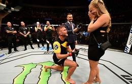 Hạ đo ván đối thủ rồi cầu hôn bạn gái ngay trên sàn đấu