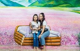 Triển lãm tranh 3D thu hút gia đình cựu siêu mẫu Thúy Hằng