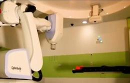 Hệ thống xạ trị bằng robot Cyberknife giúp loại bỏ các khối u não