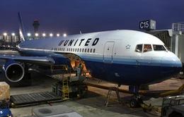 United Airlines sẽ bồi thường 10.000 USD cho hành khách bị kéo khỏi máy bay