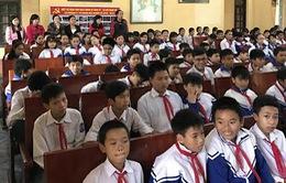 Quỹ Tấm lòng Việt trao áo ấm cho học sinh nghèo Thanh Hóa