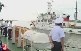 Bộ Tư lệnh vùng 2 Hải quân chuyển hàng Tết cho các nhà giàn DK1