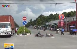 Bình Dương: Chạy xe máy ngược chiều gây tai nạn liên hoàn