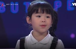"""Bé 5 tuổi kể chuyện bằng tiếng Anh khiến giám khảo """"choáng"""""""