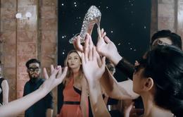 """Thí sinh Top Model Mông Cổ diện đồ """"sang chảnh"""", tranh nhau tóm giày đẹp"""
