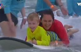 Dạy lướt ván cho trẻ khuyết tật