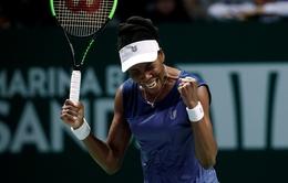 Vượt qua Muguruza, Venus giành quyền vào bán kết WTA Finals 2017