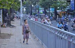 TP.HCM: Lắp rào chắn vỉa hè quanh Bệnh viện Chợ Rẫy