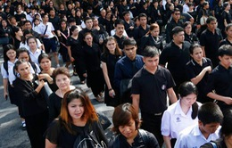 Người Thái xếp hàng viếng Vua Bhumibol trước lễ hỏa táng