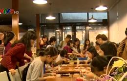 Hàng trăm bạn trẻ trải nghiệm viết thư tay tại TP.HCM