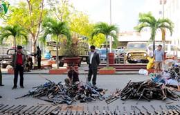Hà Tĩnh vận động giao nộp vũ khí và dụng cụ sát thương