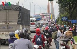 Bến Tre: Xe cộ đổ về TP.HCM, ùn tắc hơn 5km trên Quốc lộ 60