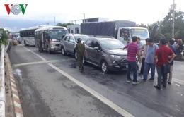 Tai nạn liên hoàn gây kẹt xe nghiêm trọng trên Quốc lộ 1