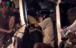 Xe tải đâm nhau khiến tài xế bị thương mắc kẹt