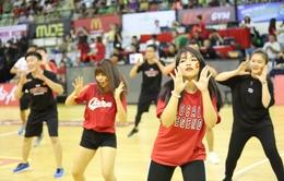 """Saigon Hotgirls cùng fans nhảy Flashmob, khán giả thích thú trải nghiệm """"dunk rổ"""""""