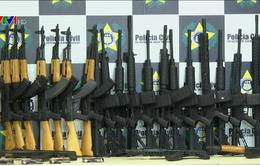 Brazil thu giữ 60 khẩu súng trường tự động