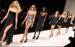Sự vất vả của người mẫu sau những show diễn thời trang lớn
