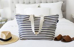 Vì sao mỗi cô nàng đều cần một chiếc túi tote khi du lịch?