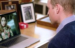 Cuộc trò chuyện giữa Hoàng tử William và Lady Gaga gây sự chú ý lớn cho công chúng