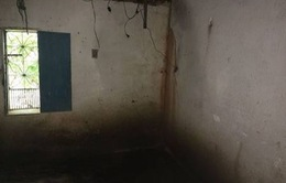 Có bầu ở tuổi 20, một cô gái bị giam cầm trong căn phòng bẩn thỉu suốt 16 năm