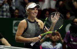 Bảng Đỏ WTA Finals 2017: Thắng dễ Halep, Wozniacki chắc suất vào bán kết
