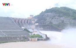 Kiểm tra xả lũ hồ thủy điện Hòa Bình