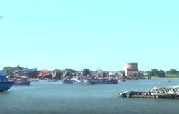 Quảng Ngãi: Hiểm họa từ xác tàu chìm nằm ngay cửa biển