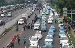Indonesia áp thuế với tất cả ứng dụng gọi xe trên điện thoại