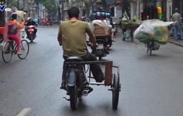 Nhiều xe máy cũ nát lưu thông ở Hà Nội