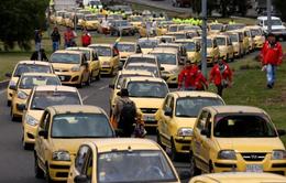 Tài xế taxi Colombia đình công vô thời hạn phản đối dịch vụ chia sẻ