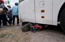 Xe khách tông 3 xe máy, 2 người tử nạn thương tâm