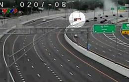 Mỹ: Chạy ngược chiều trên cao tốc, xe hơi tông phải xe bồn